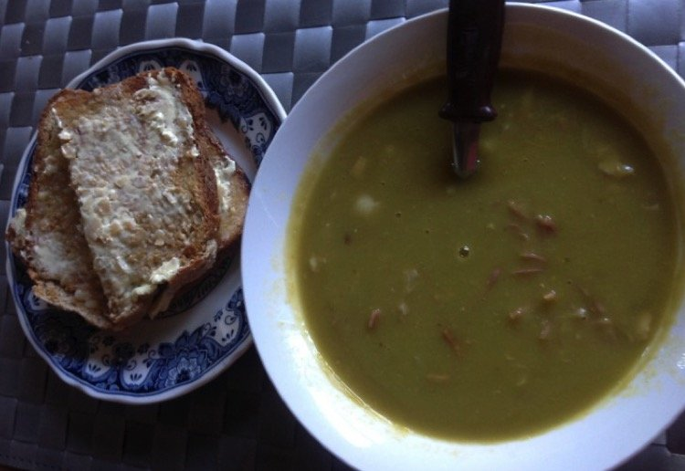 slow-cooked-pea-and-ham-soup-750x516