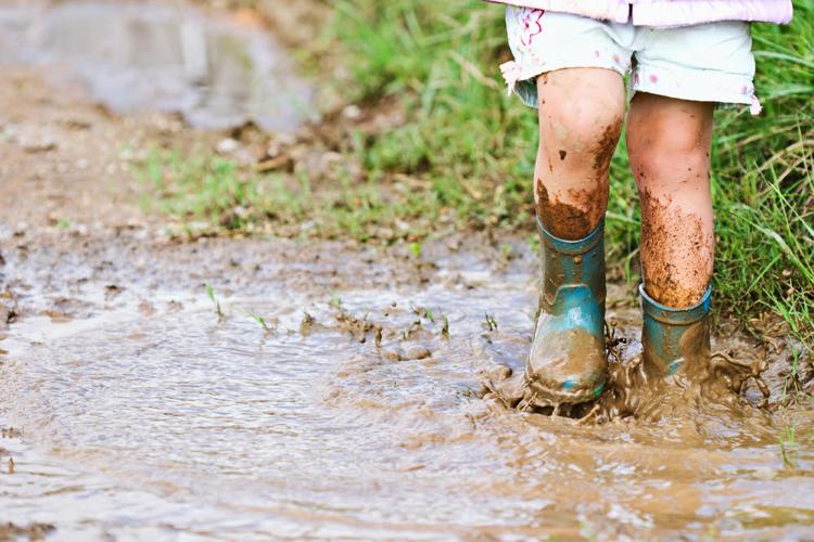 girl-in-mud-750x516