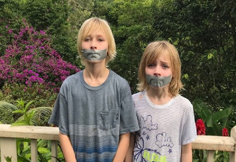 """Naomi Watts Blasted For """"Gagging"""" Her Boys For Mother's Day"""