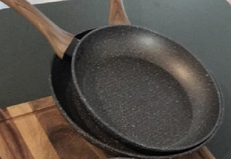 Shoppers Are Going Crazy Over This $13 Kmart Fry Pan
