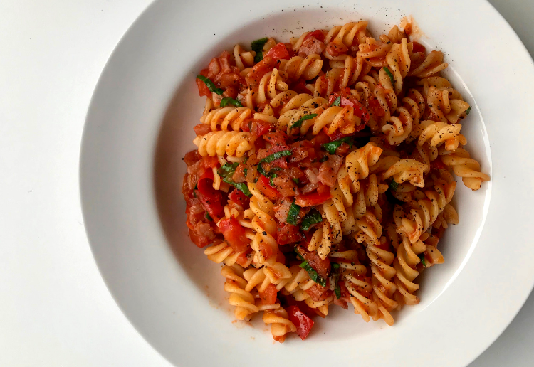 Simple Tomato & Bacon Pasta
