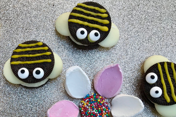 Cute little Busy Bee Biscuits made from Oreo Cookies, white chocolate melts and yellow icing