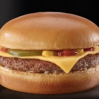 Get Your $1 Cheeseburger To Celebrate International Cheeseburger Day!
