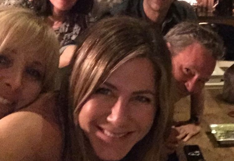 Jennifer Aniston Posts GORGEOUS Throwback Photo