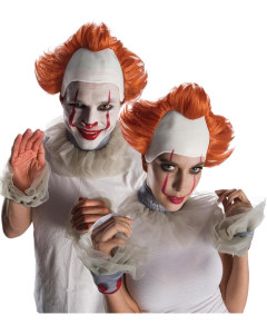 Two people dressed as creepy clowns - Halloween outfits
