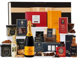A beautiful Christmas hamper with vevue and other goodis