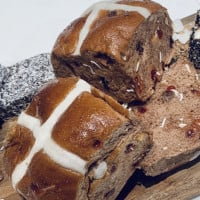 Coles Launches New 'Aussie Flavoured' Hot Cross Buns For Australia Day
