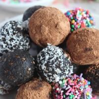 Chocolate Tahini Bliss Balls