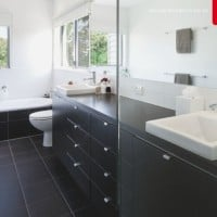 Bring Back The Sparkle! 5 Tips To Deep Clean Your Bathroom